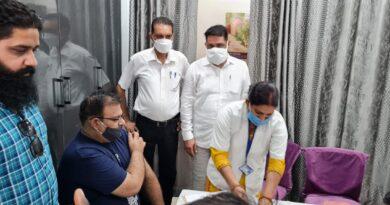 पंजाबी कल्याण महासभा उत्तराखंड एवं रुड़की विकास मंच व समर्पण जन कल्याण संगठन द्वारा पांचवा वैक्सीनेशन कैंप आवास विकास चौक स्थित पैथोलॉजी लैब पर आयोजित किया गया